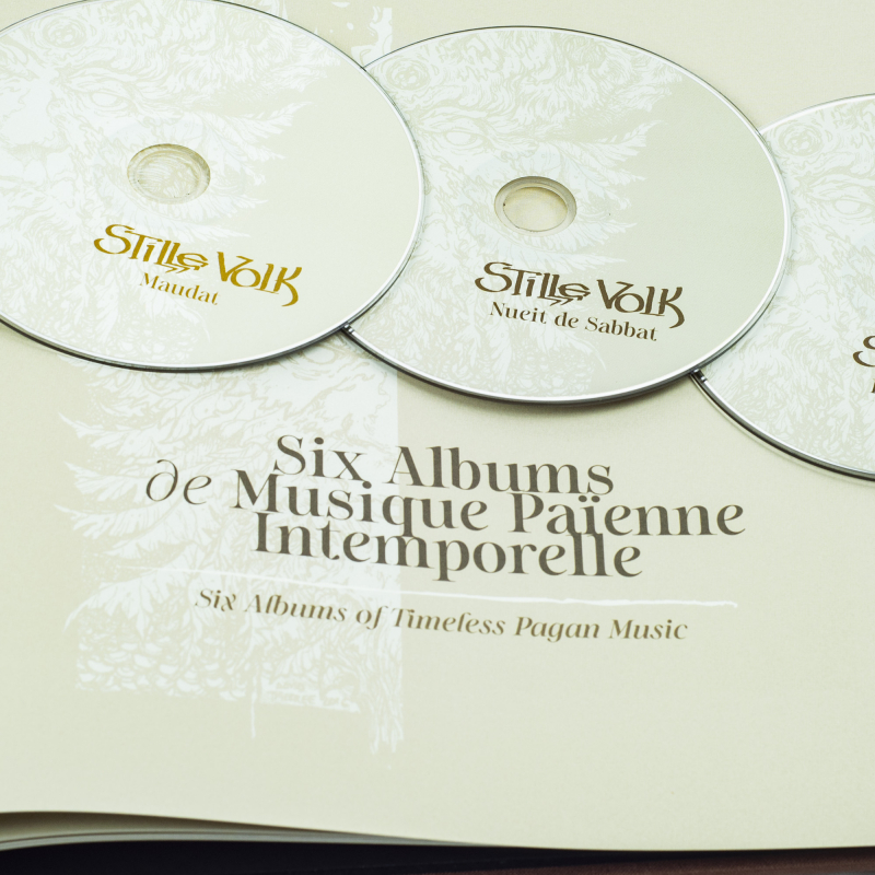Stille Volk - Los Cants De Pyrène: Two Decades Of Pagan Hymns And Ancient Lore Artbook 7-CD